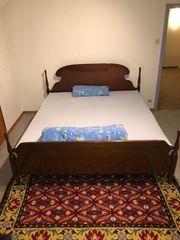 Vollholzbett Doppelbett im Stil eines