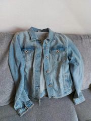 Jeansjacke in der Größe 152