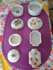 Vier Porzellan Dosen mit Blumenmotiven