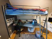 Hochbett mit integriertem Schreibtisch