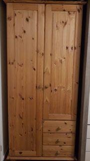 Schöner Massivholz Schrank zu verkaufen