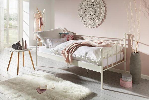 Einzelbett mit Lattenrost und Matratze -
