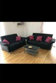 schwarzes Sofa