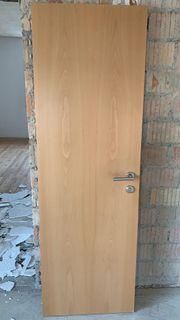 Türen aus Holz gratis abzugeben