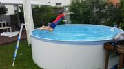 Rundes Schwimmbecken mit Stahlwand und