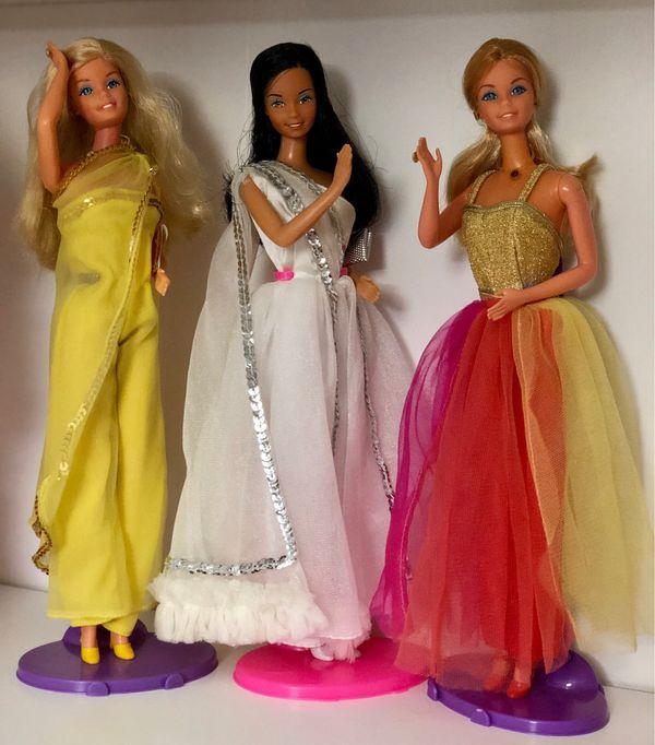 Suche alte Barbie Puppen aus