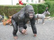 Affe Gorilla mit Stinkefinger Dekofigur