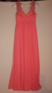 Lachsfarbenes Kleid