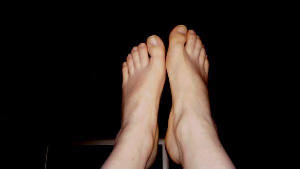 Fußsklaven oder Fußliebhaber gesucht