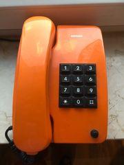 Altes oranges Siemens Telefon