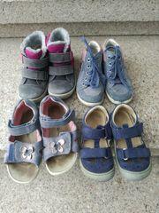 Kinderschuhe und Sandalen Gr 24