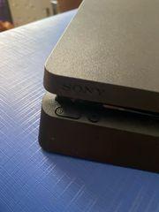PlayStation 4 Slim mit zwei