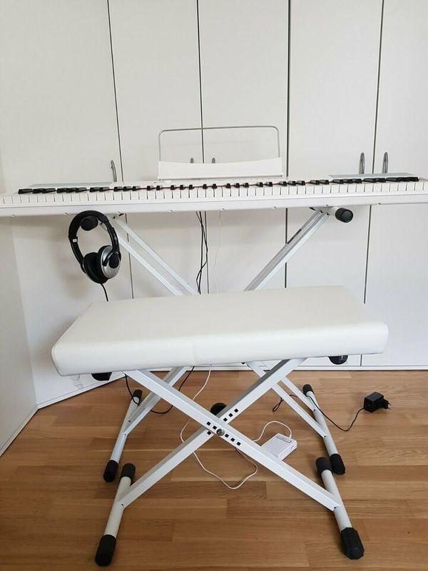 Keyboard mit Kopfhörern Pedal Hocker