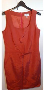 Hummerfarbiges Kleid von Best Connections