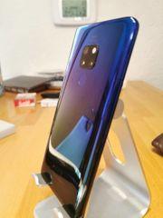 Huawei Mate 20 in twilight