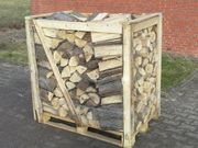 Buchen brennholz gesägt und gespalten