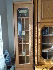 Schrank mit Glastür und Unterschrank