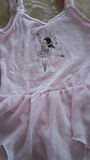 Biete balletanzüge Größe 128 -140