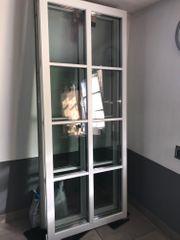 2 Fenster-Elemente m Verzierungen Sprossen