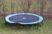 Gartentrampolin mit 4 30m Durchmesser