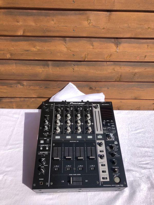 Pioneer DJM-750 Mixer