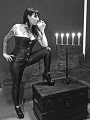 Mistress Mila sucht unterwürfigen Sklaven