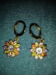 Modeschmuck Ohrringe in Blütenform neu