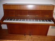 Klavier in einem sehr gepflegten