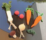 Liebevoll gehäkeltes Gemüse als Kinderküchen