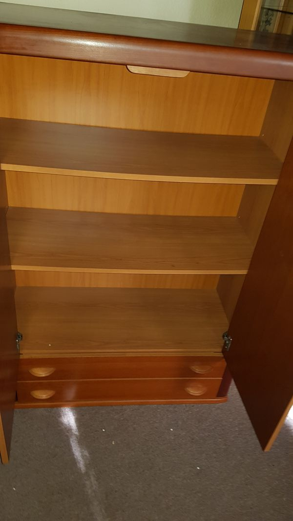 2 Wohnzimmer Schränke