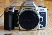 Analoge Minolta-Kamera mit Objektiv