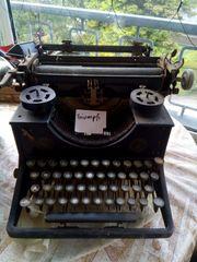 antike Schreibmaschine von Triumph an