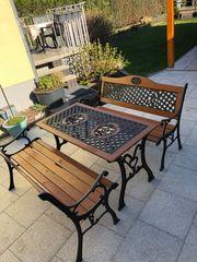 Gartenmöbel aus Gusseisen Holz