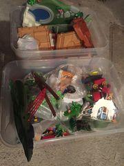 Zwei Boxen voll mit Playmobil