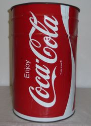 Coca Cola Tonne aus Metall