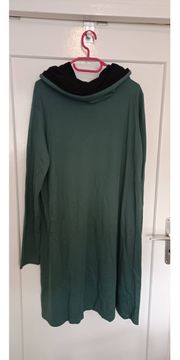 grünes Rolli-Sweater-Kleid