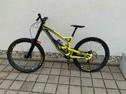 YT Downhillbike Tues 27 CF