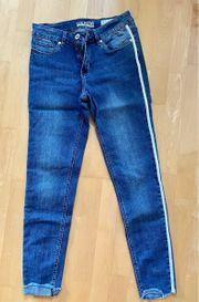 Mehrere NAGELNEUE moderne Skinny-Jeans m