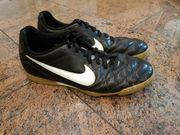Nike Hallenschuhe schwarz Gr 42