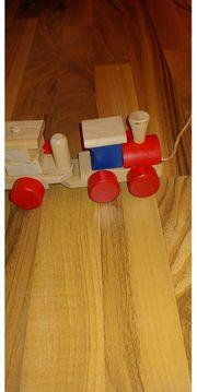 Holzzug Lernspielzeug Beluga