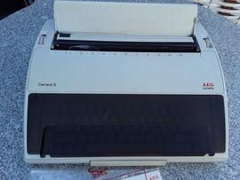 Büromaschinen, Bürogeräte - Elektrische Schreibmaschine AEG Olympia Carrera