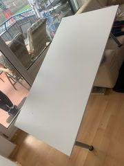 Schreibtisch weiß mit Alu Beinen