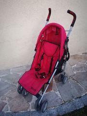 Roter Buggy für Kleinkinder von