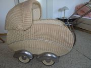 antiker Korb-Puppenwagen aus den 50er