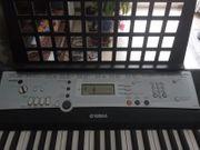 Keyboard mit dem Ständer zum