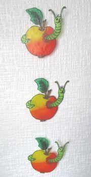 Lustige Apfelkette mit Wurm Fensterbild