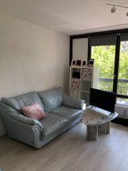 Leder-Couch mit Marmortisch