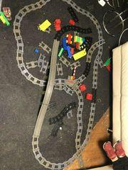 Lego Duplo Eisenbahn und schienen
