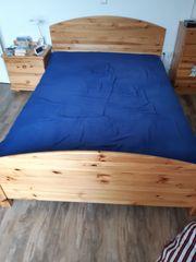 komplettes schlafzimmer ist aus kiefer