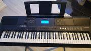 Yamaha PSR-EW400 Keyboard inkl Notenhalter